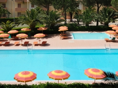 Le due piscine del Residence Oasis